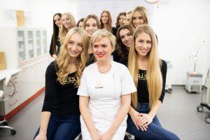 MUDr. Jana Chudíková s finalistkami Miss Slovensko 2019